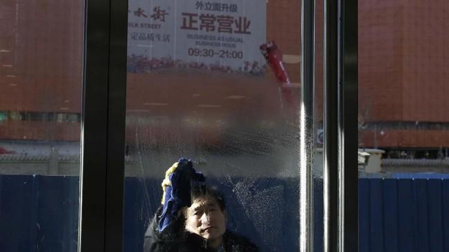 Perlambatan ekonomi China menimbulkan kekhawatiran terhadap perekonomian dunia. Saat ini, China merupakan negara ekonomi terbesar kedua. (AP Photo/Andy Wong).