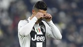 Hingga akhir pertandingan, Ronaldo tidak mampu menambah gol. Namun mantan pemain Real Madrid itu masih berada di posisi teratas daftar top skor dengan 14 gol. (REUTERS/Massimo Pinca)