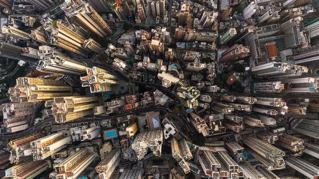 Hong Kong dihuni oleh lebih dari 7 juta jiwa.