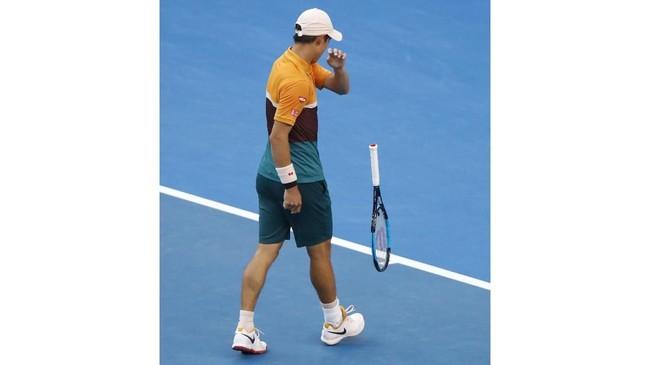 Kei Nishikori lolos ke babak keempat usai mengalahkan petenis Portugal Joao Sousa, sementara Pablo Carreno menyingkirkan unggulan ke-12 Fabio Fognini asal Italia. (REUTERS/Aly Song)