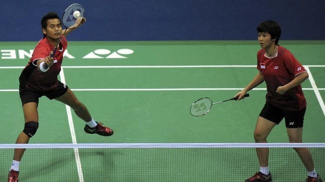 Sejak 2010 Liliyana Natsir mulai dipasangkan dengan Tontowi Ahmad yang menggantikan Nova Widianto. (AFP PHOTO/MANAN VATSYAYANA)