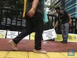 Hari Pejalan Kaki Nasional, Aktivis Tabur Bunga di Trotoar