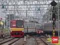 KRL Bogor Gangguan, Netizen Sebut Ada Letupan dan Asap