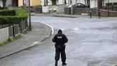 Generasi baru milisi Irlandia Utara ini juga dilaporkan mempunyai persenjataan mulai dari senapan hingga bahan peledak. (REUTERS/Clodagh Kilcoyne)