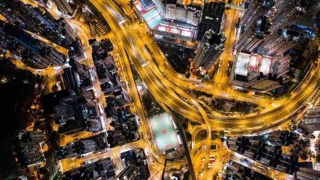 Tak hanyamewah saat siang hari, Hong Kong pun masih nampak 'glamor' di malam hari.