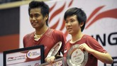 Tontowi Ahmad/Liliyana Natsir mulai jadi andalan Indonesia sejak BWF musim 2011, salah satunya Singapura Super Series. Di awal 2012, mereka meraih gelar All England. (AFP PHOTO/ROSLAN RAHMAN)