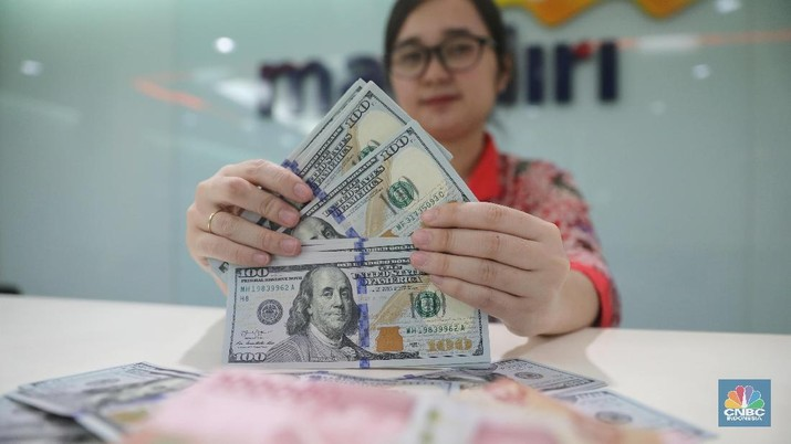 Dolar Amerika Serikat (AS) berjaya di pasar forex di pekan ini, dua lawan beratnya euro dan poundsterling berhasil ditekuk.