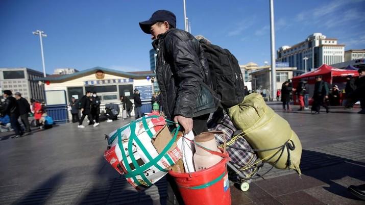 Pariwisata domestik selama musim liburan Imlek di China itu menghasilkan pendapatan 513,9 miliar yuan atau sekitar Rp 1.070 triliun.
