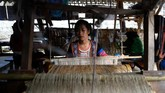 Van sekarang berusia 13 tahun dan masih merindukan ibunya.Tapi hidupnya berubah sejak dia bergabung dengan koperasi perempuan. (Nhac NGUYEN / AFP)
