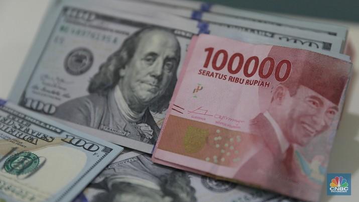 Dalam jangka menengah, selama tertahan di atas level psikologis Rp 15.000/US$ rupiah berisiko terus melemah.