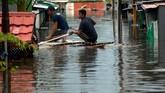 Sedangkan di Kabupaten Pangkajene Kepulauan dan Janeponto, banjir terjadi karena curah hujan yang tinggi dalam beberapa hari terakhir. (ANTARA FOTO/Abriawan Abhe/foc)