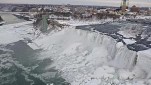 FOTO: Kala Niagara Membeku
