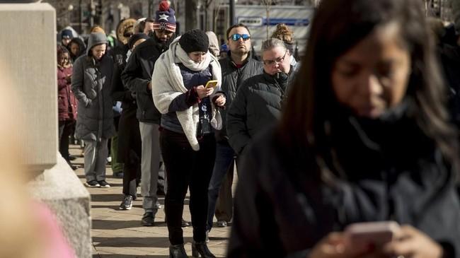 Para PNS AS khawatir tidak bakal gajian lagi karena penutupan pemerintahan (government shutdown) masih berlangsung. (AP Photo/Andrew Harnik)