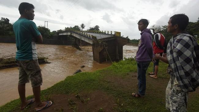 Wilayah di Sulsel yang diterjang banjir adalah Kabupaten Jeneponto, Takalar, Gowa, Maros, Pangkep dan Kota Makassar. (ANTARA FOTO/Yusran Uccang/wsj)