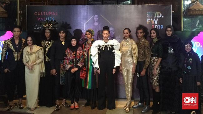 Pesona Kalimantan Lewat Fesyen di Indonesia Fashion Week 2019