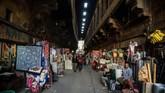 Gejolak itu membuat para turis takut, dan karenanya, bisnis jadi semakin lambat. (Photo by Mohamed el-Shahed / AFP)