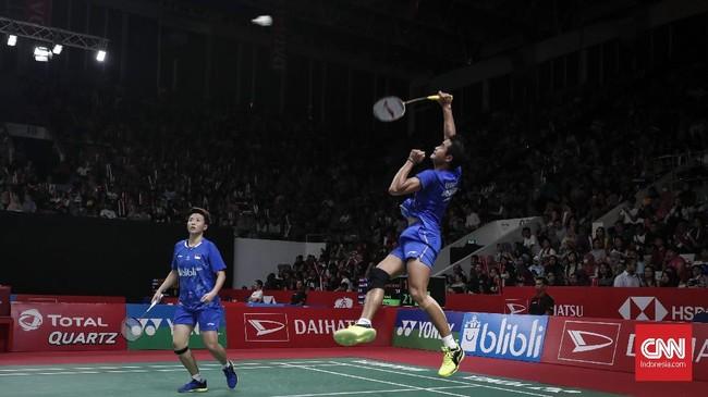 Tontowi Ahmad/Liliyana Natsir mendominasi laga sejak awal dan berhasil mengalahkan Hafiz Faisal/Gloria Emanuelle Widjaja 21-16 dan 21-12. (CNNIndonesia/Safir Makki)