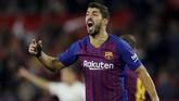 Luis Suarez membangkitkan motivasi pemain-pemain Barcelona usai Sevilla mencetak gol kedua. (REUTERS/Marcelo del Pozo)
