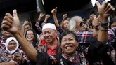 Pendukung Ahok membubarkan diri setelah mengetahui kabar Ahok telah keluar Mako brimob. Mereka menyanyikan lagu karya Ismail Marzuki,