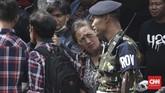 Ahoker sempat kecewa setelah mengetahui Basuki Tjahaja Purnama alias Ahok telah keluar dari Mako Brimob, Depok, sejak Kamis (24/1) pukul 07.30 WIB. Mereka tak melihat langsung Ahok bebas. (CNN Indonesia/Andry Novelino).