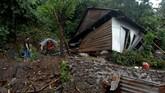 Berdasarkan data BNPB per 25 Januari 2019, jumlah korban akibat banjir dan longsor di Kabuapten Gowamencapai 44 orang tewas. Selain itu, 10 bangunan rumah rusak dan 1 jembatan rusak. (ANTARA FOTO/Abriawan Abhe).