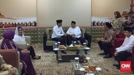Keliling Bekasi, Jokowi Bagikan 204 Sertifikat Tanah Wakaf