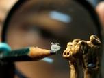 Seniman Ini Buat Miniatur Tiga Babi Seukuran Satu Butir Nasi