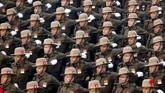 Para prajurit India berbaris saat digelarnya latihan parade Hari Republik di New Delhi, India. (REUTERS/Altaf Hussain)