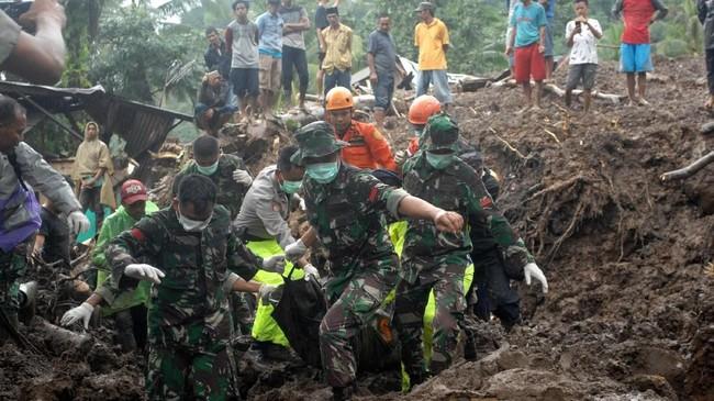 Berdasarkan data BNPB per 25 Januari 2019, 21 masih dinyatakan hilang, 46 luka, dan 2121 mengungsi.(ANTARA FOTO/Abriawan Abhe).