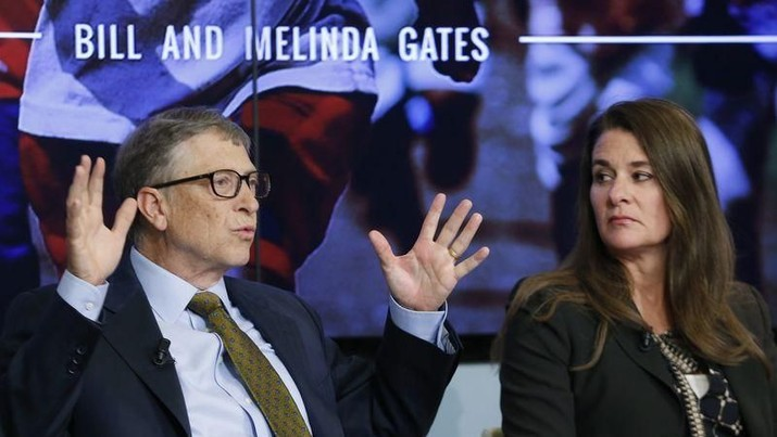 Bill and Melinda Gates attend a debate in Brussels January 22, 2015. REUTERS/Francois Lenoir