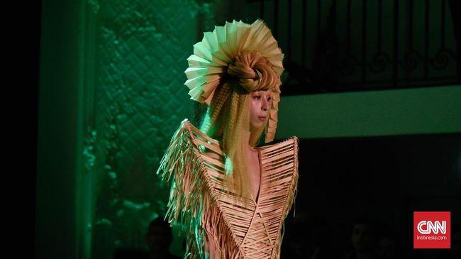 Kabaret Haute Couture Jean Paul Gaultier
