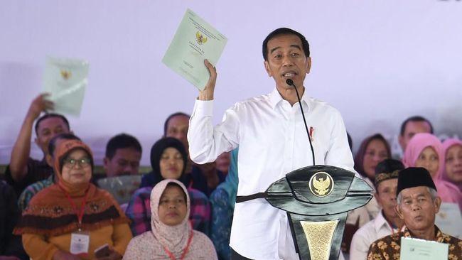 Jokowi Serahkan 30 Ribu Sertifikat Tanah di Jakarta Pusat