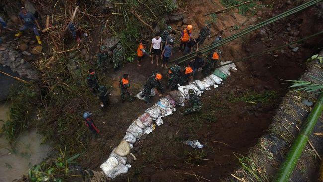 Longsor di Kabupaten Bandung, Jalur ke Desa Cilame Putus
