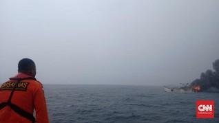 Evakuasi 23 Korban Kapal Terbakar Terkendala Hujan dan Ombak