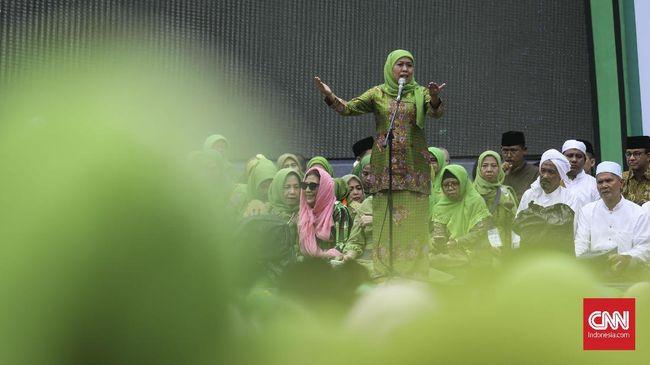 Khofifah Resah soal Pengkotak-kotakan Jilbab Syar'i