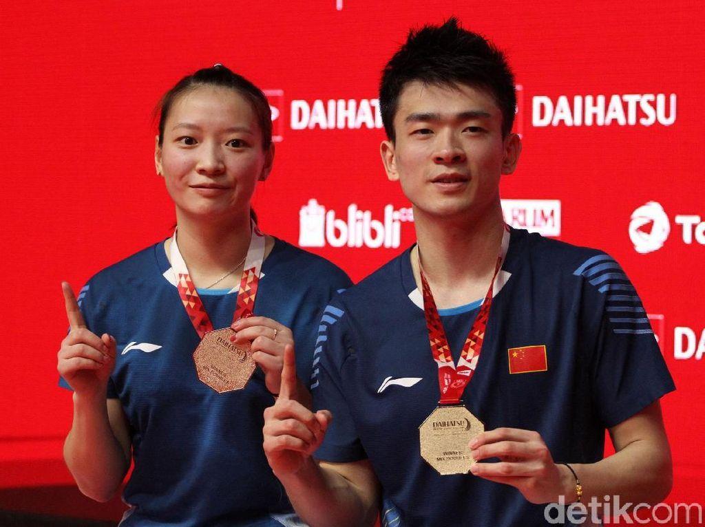 Zheng Siwei/Huang Yaqiong menjadi juara Indonesia Masters 2019.