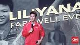 Liliyana Natsir memberikan kata sambutan dalam upacara perpisahan. Pebulutangkis ganda campuran itu pensiun di usia 33. (CNN Indonesia/Andry Novelino)