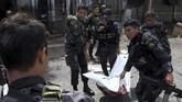 Presiden Rodrigo Duterte mengatakan bahwa militer akan menghancurkan siapa pun pihak di balik insiden yang juga melukai lebih dari 100 orang tersebut. (AFP Photo/Nickee Butlangan)