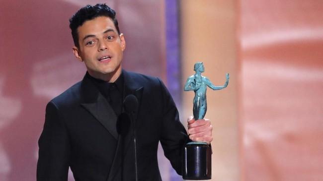 Setelah menyentak di Golden Globes dan membawa pulang piala Aktor Drama Terbaik berkat aktingnya sebagai Freddie Mercury di 'Bohemian Rhapsody,' Rami Malek kini memenangi Aktor Utama Terbaik lewat peran yang sama. (REUTERS/Mike Blake)