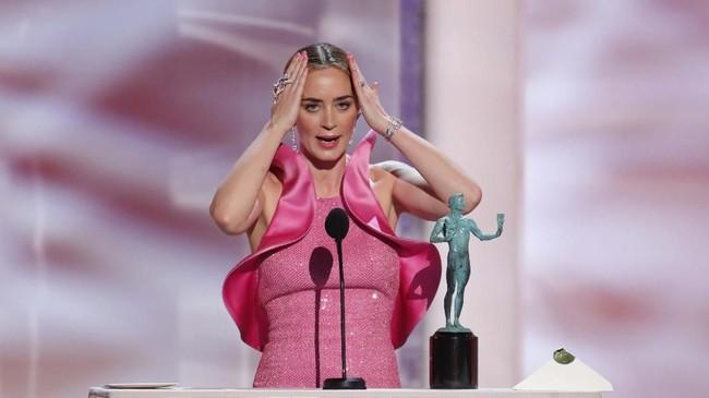 Emily Blunt tak menyangka aktingnya di 'A Quiet Place,' film yang dibintanginya bersama sang suami John Krasinski, membawanya memenangi Aktris Pendukung Terbaik. (REUTERS/Mike Blake)