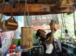 Mendulang Rupiah dari Bambu di Bantaran Sungai Ciliwung