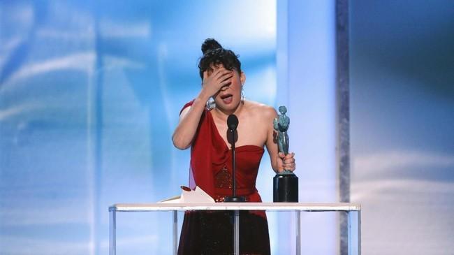 Sandra Oh kembali memenangi Aktris Terbaik di Serial Drama berkat aktingnya dalam 'Killing Eve.' Sebelumnya ia sudah mendapat piala Golden Globes berkat akting itu. (REUTERS/Mike Blake)