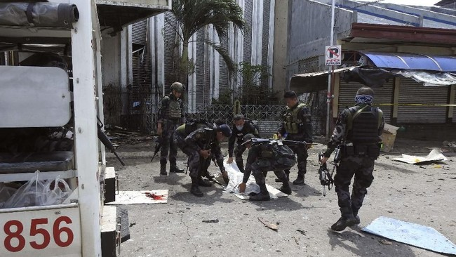 Beberapa jam setelah insiden, ISIS pun mengklaim bertanggung jawab atas serangan tersebut. (Armed Forces of the Philippines/Handout via Reuters)