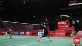 Tontowi Ahmad/Liilyana Natsir sempat tampil impresif di laga final dan unggul 21-19 di gim pertama atas Zheng Siwei/Huang Yaqiong. (CNN Indonesia/Andry Novelino)