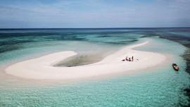 Fenomena Pasir Timbul kala Laut Surut di Flores Timur