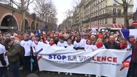 VIDEO: Syal Merah, Aksi Anti-kekerasan Rompi Kuning di Paris
