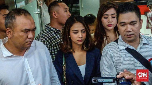 Diperiksa 12 Jam, Vanessa Angel Jatuh Pingsan