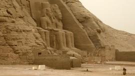 FOTO: Melihat Kuil Ramses II di Bawah Pijaran Matahari