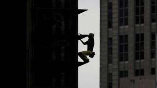 FOTO: Ulah 'Spider Man' Prancis Bikin Gempar Manila