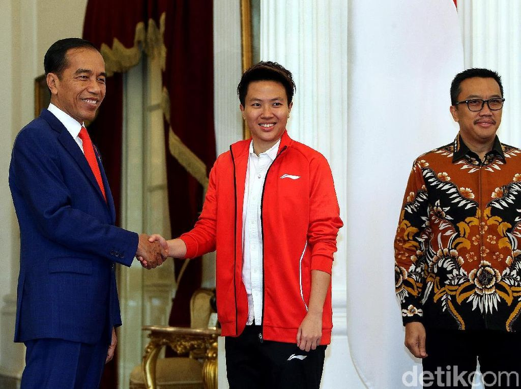 Presiden Jokowi mengundang pebulu tangkis Liliyana Natsir atau Butet yang beberapa hari lalu menyatakan pensiun dari dunia bulu tangkis Indonesia, di Istana Merdeka, Jakarta, Selasa (29/01/2019).